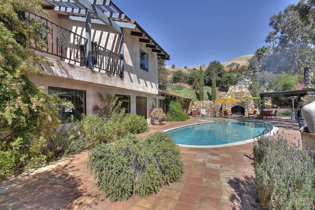 300 Country Club, Carmel Valley CA: http://media.crmls.org/mediaz/483A9524-AC6A-44F6-A355-397B6C5CF9BC.jpg