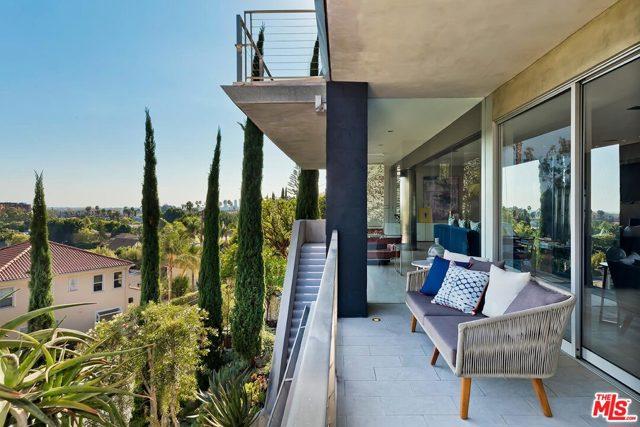 7831 Hillside Avenue, Los Angeles CA: http://media.crmls.org/mediaz/484D380E-2346-4587-BF2B-9FF6A478BFD6.jpg