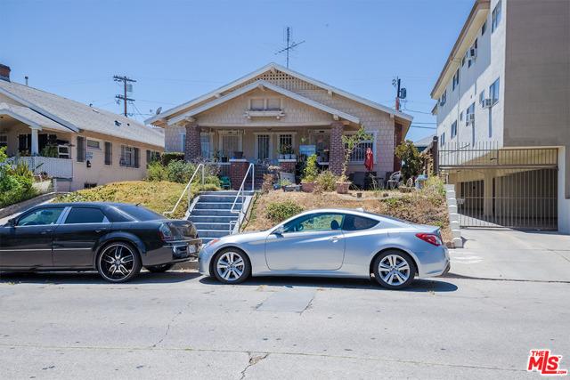 423 N Serrano Avenue, Los Angeles CA: http://media.crmls.org/mediaz/488D7CDB-2D10-4FFA-B450-005255B1F071.jpg