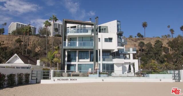 270 PALISADES BEACH Road, Santa Monica CA: http://media.crmls.org/mediaz/489AF4C3-AFB5-482C-A75F-B9C5631D7DFB.jpg