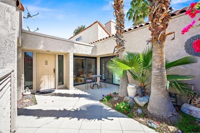 369 Wimbledon Drive, Rancho Mirage CA: http://media.crmls.org/mediaz/49418EDF-0628-4220-BEB4-90F6170A3697.jpg