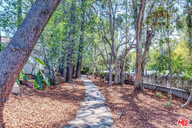 Single Family Home for Sale at 916 Foothill Road Beverly Hills, California 90210 United States