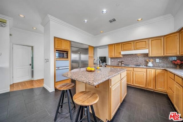 3625 Beverly Ridge Drive, Sherman Oaks CA: http://media.crmls.org/mediaz/49728E8B-0C57-4809-B222-41495A3501A9.jpg