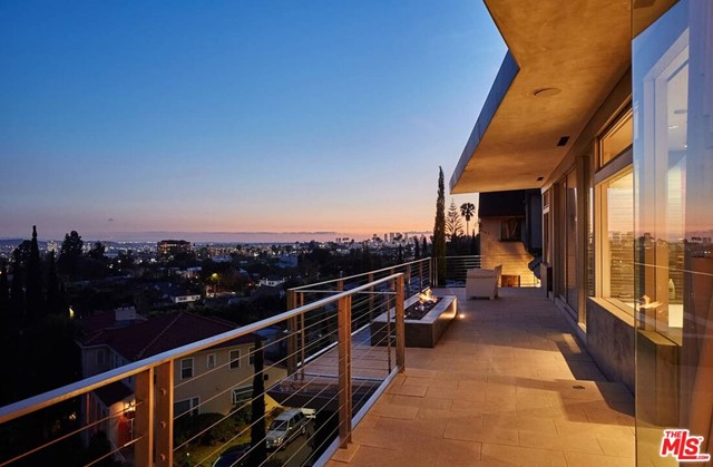 7831 Hillside Avenue, Los Angeles CA: http://media.crmls.org/mediaz/4996EA01-AE75-480F-8CC8-02025DA09B19.jpg