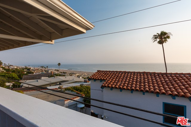 7001 Rindge Avenue, Playa del Rey CA: http://media.crmls.org/mediaz/49CF00D7-3075-4621-94C8-7FE780FA4B68.jpg
