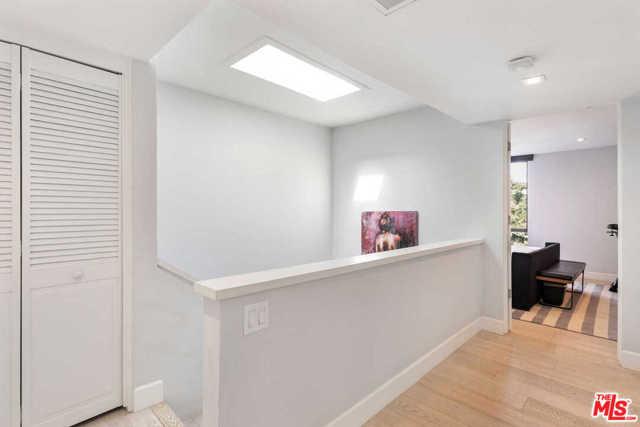 9315 Burton Way, Beverly Hills CA: http://media.crmls.org/mediaz/49D5C172-244B-443D-AA9D-E0E68D26C8EB.jpg