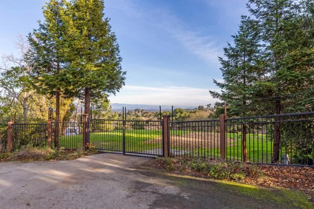 27474 Sunrise Farm Road, Los Altos Hills CA: http://media.crmls.org/mediaz/49E23DEA-CB67-43F3-B3FC-6812128C9C61.jpg