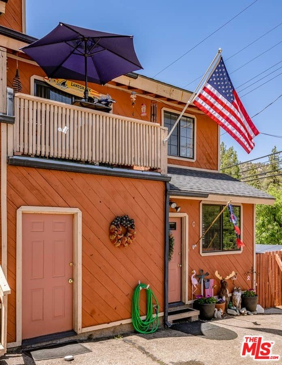 6078 Spruce Street, Wrightwood CA: http://media.crmls.org/mediaz/4A2DA3CD-8D3B-4F05-9C4E-6A0673D4A2E8.jpg