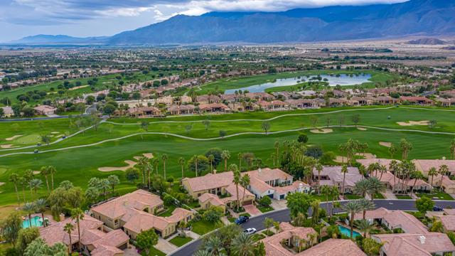 81155 Legends Way, La Quinta CA: http://media.crmls.org/mediaz/4A79108B-6B4A-4416-83B3-3C0AB7E412CF.jpg