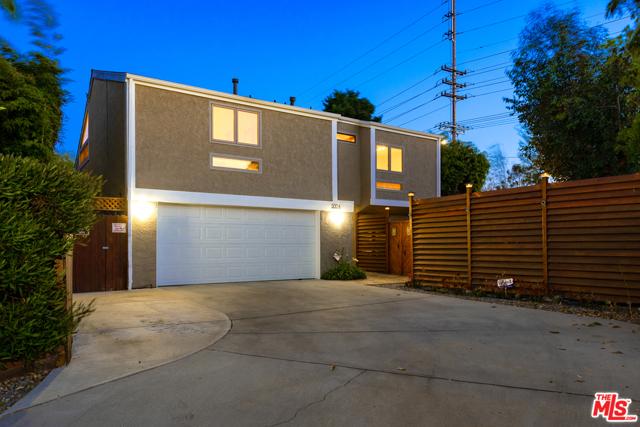 5004 Kelly St, Los Angeles, CA 90066 photo 2