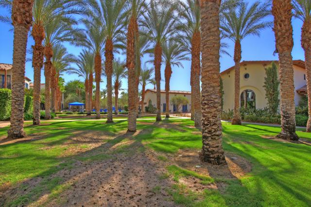 48568 Legacy, La Quinta CA: http://media.crmls.org/mediaz/4AF62430-08E3-4C66-BF64-BA59FC44A881.jpg