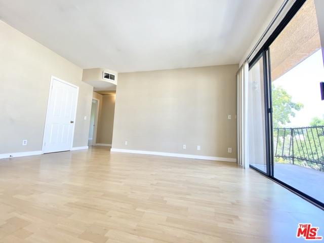 350 N oakhurst Drive, Beverly Hills CA: http://media.crmls.org/mediaz/4B2E464A-C7D1-490D-A10C-53834ECF1403.jpg