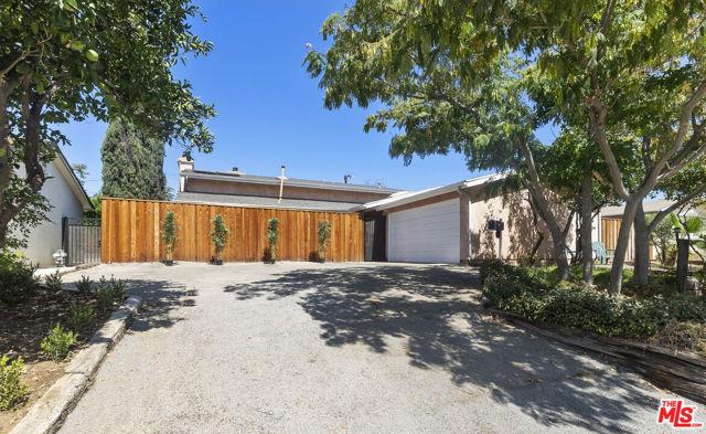 16761 Septo Street, North Hills CA: http://media.crmls.org/mediaz/4B37DFE1-22DD-4A11-91AF-E4FF3F6DB723.jpg