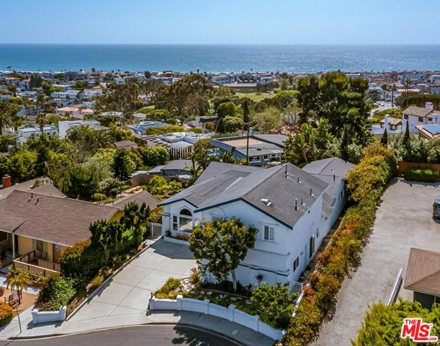 2839 El Oeste Dr, Hermosa Beach, CA 90254 photo 3