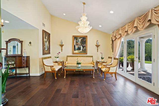 4311 Coquette Place, Tarzana CA: http://media.crmls.org/mediaz/4B8E0929-632F-4103-9594-43DFF08A8B82.jpg