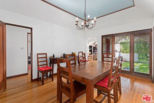 房产卖价 : $183.00万/¥1,259万
