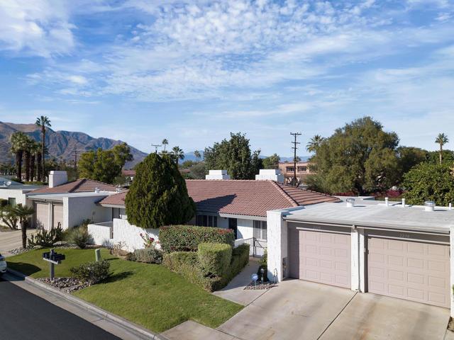2228 Sunshine Circle, Palm Springs CA: http://media.crmls.org/mediaz/4C333C20-B7DA-4D0E-BBB1-0998E6BC1274.jpg