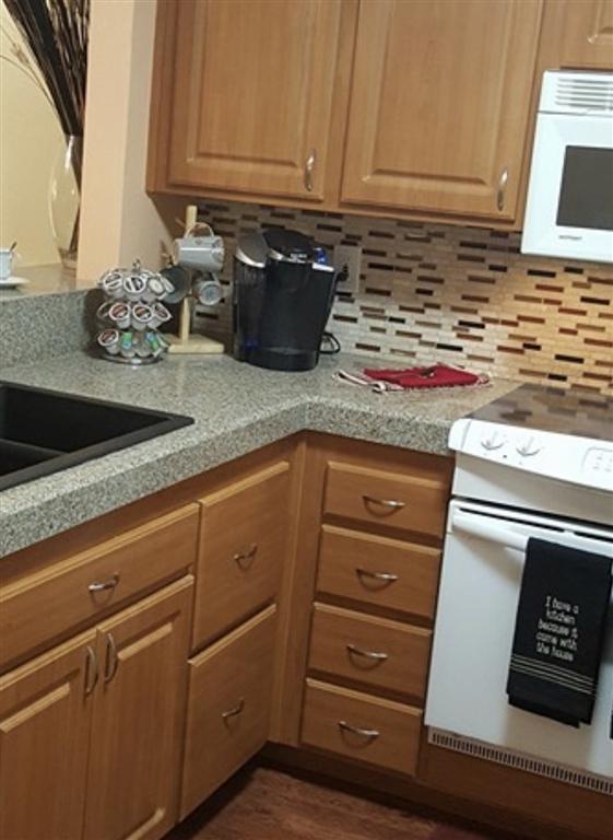 5995 Dandridge Ln, San Diego CA: http://media.crmls.org/mediaz/4C42E325-BA1E-4ED5-8623-4D2E33548EEB.jpg