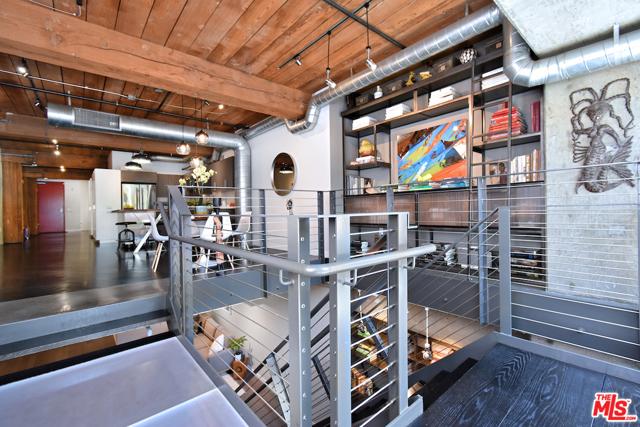 530 S HEWITT Street, Los Angeles CA: http://media.crmls.org/mediaz/4C63492A-78FF-49BB-931A-40406A53969B.jpg