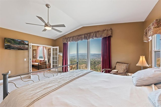 3223 Red Mountain Heights Dr., Fallbrook CA: http://media.crmls.org/mediaz/4CB6F2F7-7D8E-4B1D-9417-E1C5BE365004.jpg