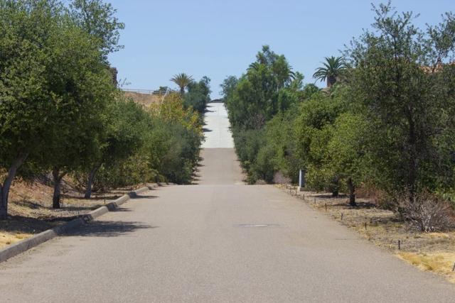 1 Murel Trail, Poway CA: http://media.crmls.org/mediaz/4D265C83-416E-49F9-8D5F-0E58201C5DF4.jpg