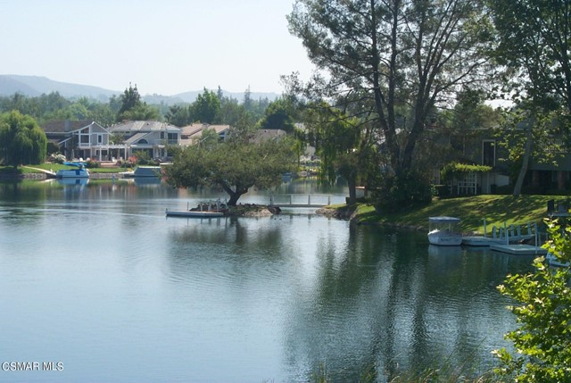 2024 Rosebay Street, Westlake Village CA: http://media.crmls.org/mediaz/4D5B04FF-46F6-4632-B29B-959B0A3C3CC8.jpg