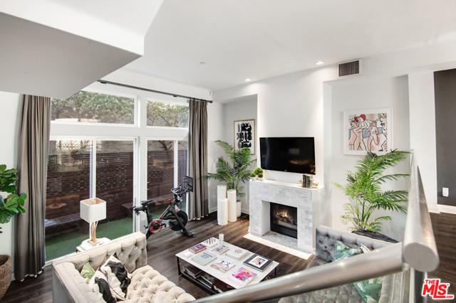 1022 Hilldale Avenue, West Hollywood CA: http://media.crmls.org/mediaz/4D7AF227-5401-433E-BA93-49113EC84610.jpg