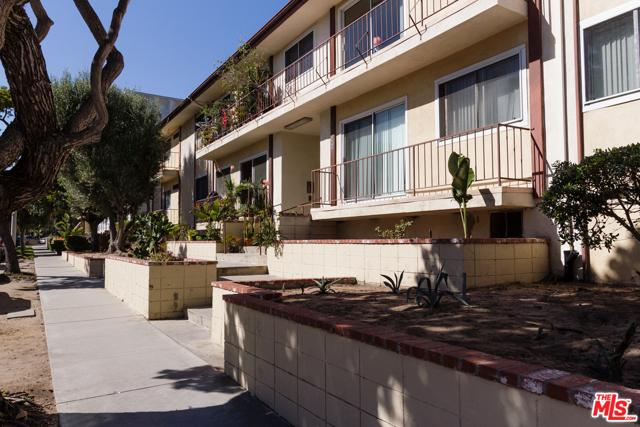 8722 Delgany Avenue, Playa del Rey CA: http://media.crmls.org/mediaz/4DE54D8B-710F-4D57-A245-5BD5029DD144.jpg