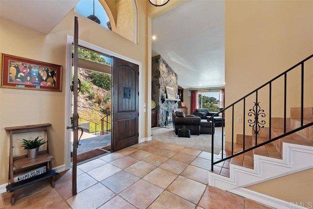 3223 Red Mountain Heights Dr., Fallbrook CA: http://media.crmls.org/mediaz/4E03C33F-7EC5-4B29-941B-5C9EA5E57911.jpg