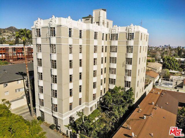 1314 N HAYWORTH Avenue, West Hollywood CA: http://media.crmls.org/mediaz/4E5E6887-D81F-4793-B6E5-A680597D6A6F.jpg