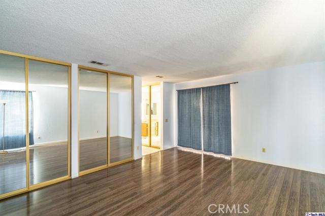 549 W Fremont Avenue, Fresno CA: http://media.crmls.org/mediaz/4F4D190D-AAAF-47DE-A2C1-5EA93919E7E5.jpg