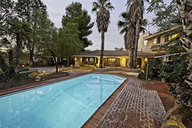 8585 Great House, Yucca Valley CA: http://media.crmls.org/mediaz/4FAEF1D5-B480-40A7-A794-F79D03F3013C.jpg