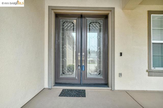 161 Coral Bell Way, Oakley CA: http://media.crmls.org/mediaz/4FB22C76-A129-40C9-83FB-AC00E0577100.jpg