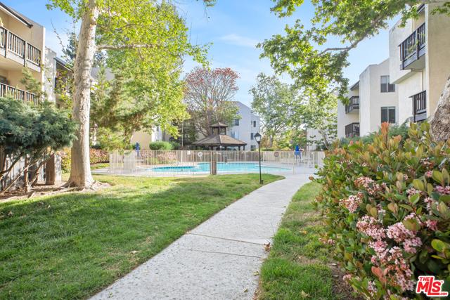 4208 Summertime Lane, Culver City CA: http://media.crmls.org/mediaz/4FBFEF56-5A39-479D-A892-438937AE1900.jpg