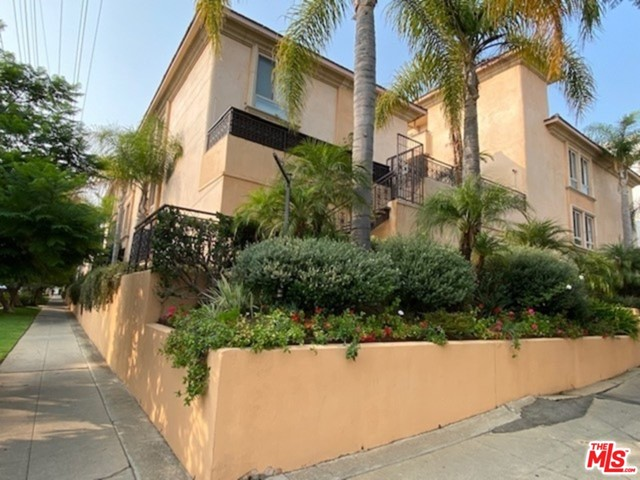 1000 S Westgate Avenue, Los Angeles CA: http://media.crmls.org/mediaz/4b188bf2-776b-495b-b636-e3e1fab870a6.jpg