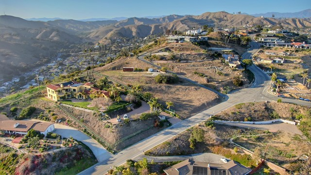 661 Via Cielito, Ventura CA: http://media.crmls.org/mediaz/50005FE2-F646-4251-AAAB-F3A502EC88D3.jpg