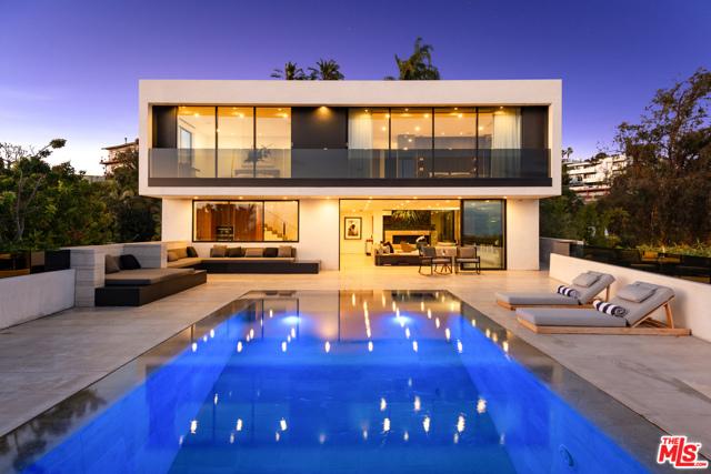 9393 SIERRA MAR Drive, Los Angeles CA: http://media.crmls.org/mediaz/5002280E-5E99-4D0A-A01B-A0C3ADA734FC.jpg
