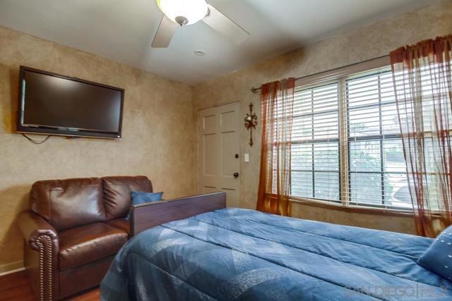 5126 38 Bayard St, San Diego CA: http://media.crmls.org/mediaz/50280DDC-F76E-4CD0-89EF-F65331197A79.jpg