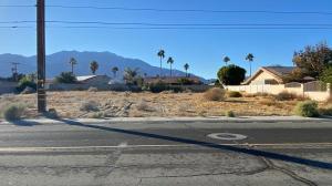 240 241 Landau Boulevard, Cathedral City CA: http://media.crmls.org/mediaz/5083A181-AB1E-41B9-8E49-F20C43F896F9.jpg