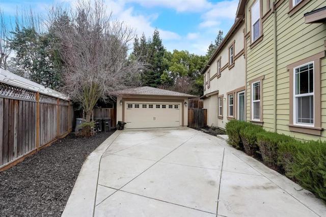 16745 Lone Hill Drive, Morgan Hill CA: http://media.crmls.org/mediaz/50AA8F81-B633-4B53-A164-597D7745F7D1.jpg