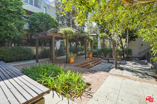 950 N Kings Road, West Hollywood CA: http://media.crmls.org/mediaz/5192517F-E060-4095-9853-3A9470A85A98.jpg