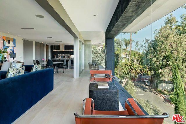 7831 Hillside Avenue, Los Angeles CA: http://media.crmls.org/mediaz/519A7980-490E-4132-B137-365C62197FDC.jpg