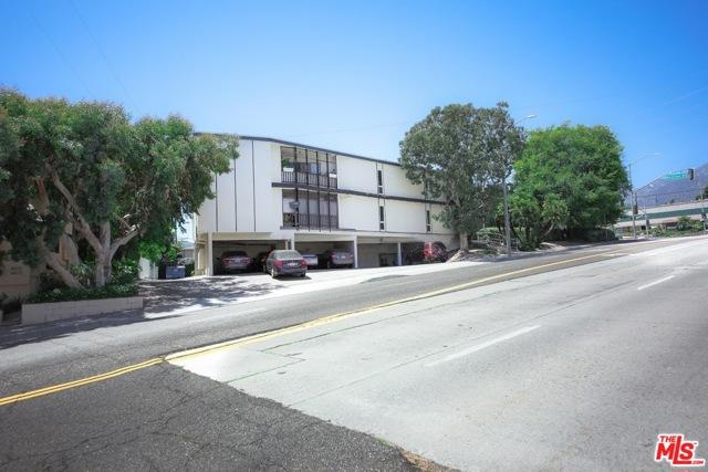 2300 Montrose Avenue, Montrose CA: http://media.crmls.org/mediaz/51F9728E-8A23-4032-9247-2F0221800863.jpg