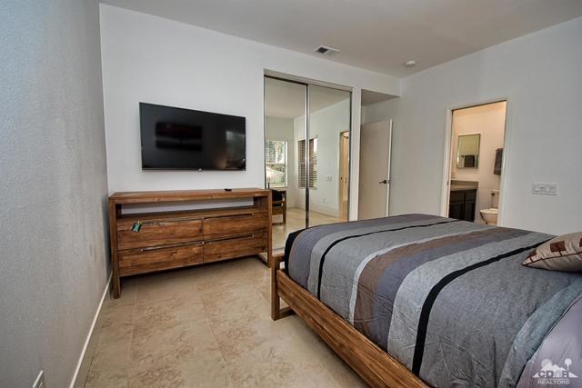 125 Lake Shore Drive, Rancho Mirage CA: http://media.crmls.org/mediaz/52103299-B1BC-48A0-BAA7-1DD4BED7FC4B.jpg