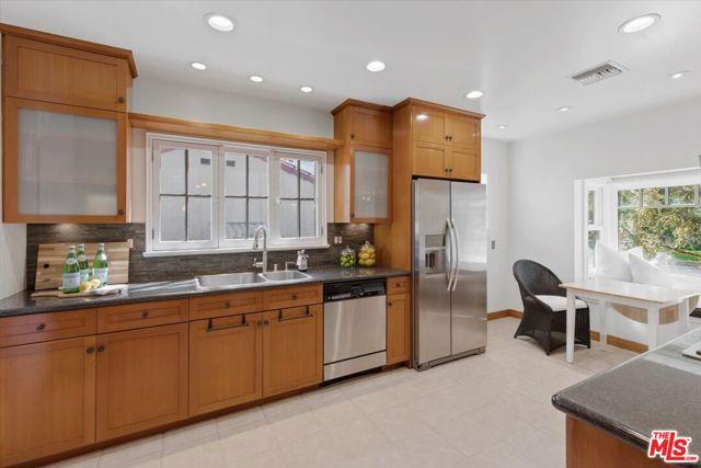 1508 N Harding Avenue, Pasadena CA: http://media.crmls.org/mediaz/52429205-0BD2-4737-8732-FECF383DE7E7.jpg