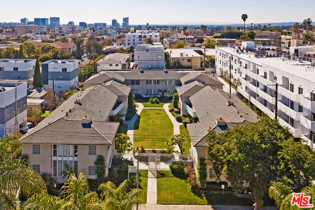 5012 CLINTON Street, Los Angeles CA: http://media.crmls.org/mediaz/5242FCAB-CEC6-41FB-8937-60FF272B58E6.jpg