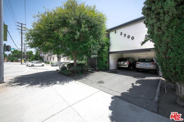 2300 Montrose Avenue, Montrose CA: http://media.crmls.org/mediaz/528FB5AA-6624-4311-A204-15B54219EDE6.jpg