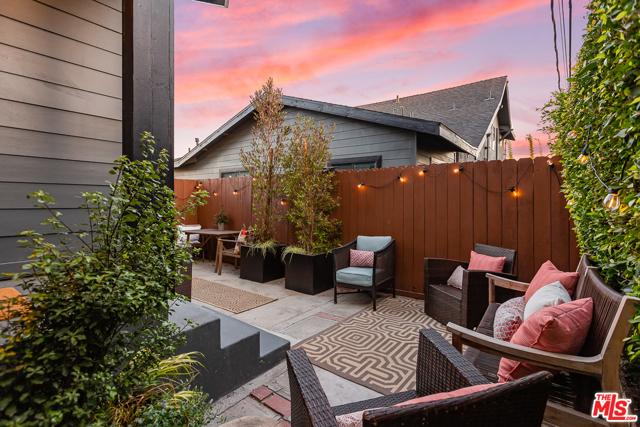 2217 1/2 Scott Avenue, Los Angeles CA: http://media.crmls.org/mediaz/52E630A3-05FF-4968-8E11-1D82BB273CF2.jpg