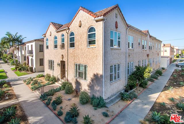 367 N Curson Avenue, Los Angeles CA: http://media.crmls.org/mediaz/52F39E3F-D7C5-4B97-B67D-9F49C3902BF2.jpg