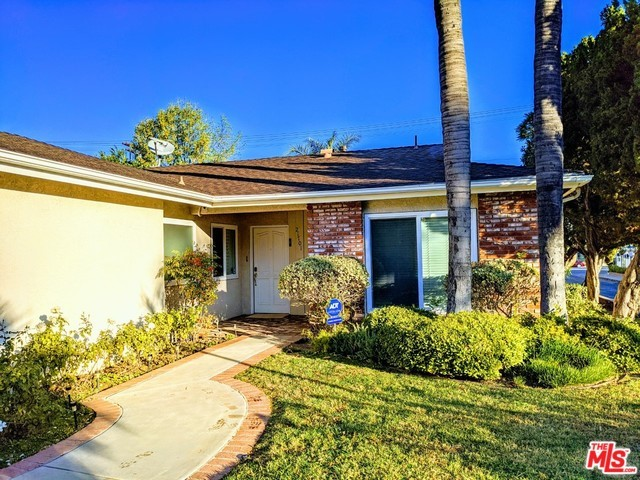 Photo of 21701 COSTANSO Street, Woodland Hills, CA 91364